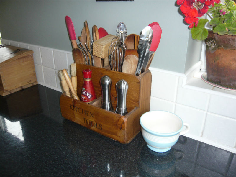 Country Farmhouse Kitchen Tool Store Utensils Rack Stand